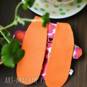 pluszak maskotki pomarańczowe wesoły przytulak filusio