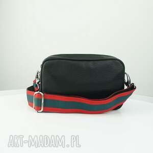 czerwone mini torebka listonoszka dwa zamki czarna