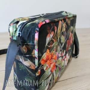pomysł na upominki nowoczesna single bag - tropikalne kwiaty