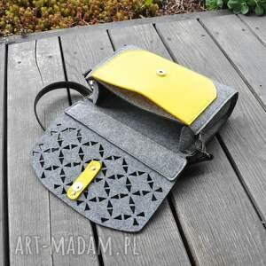 ażurowa mini torebka filcowa - żółta kieszonka -