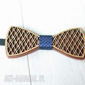 pomysł na upominek komplet zestaw drewniana muszka poszetka
