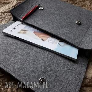czarne teczka na laptop dokumenty