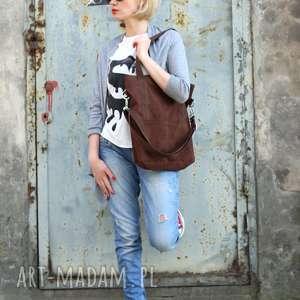 na ramię brązowa-zamszowa brunatna prostokątna torba a4