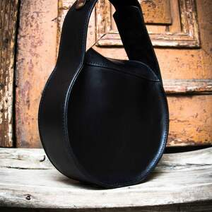 czarne na ramię torebka z-paskiem czarna stylowa do pracy