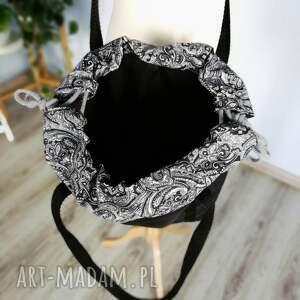 czarna na ramię białe torebka worek