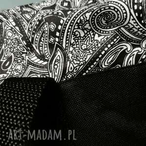 białe na ramię ornament czarna torebka worek
