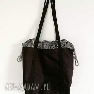 na ramię czarna torebka worek
