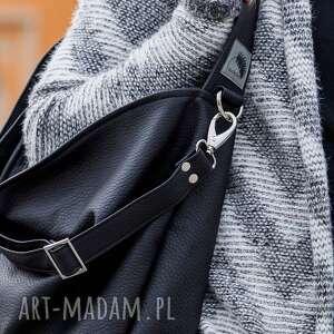 na ramię torba worek czarna torebka ze skóry