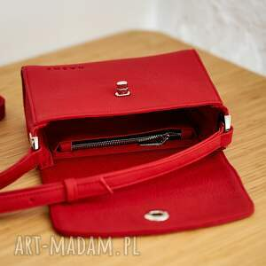 torba na ramię czerwona skórzana listonoszka