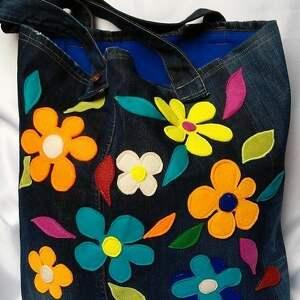 niebanalne na ramię torba duża jeansowa w kwiaty