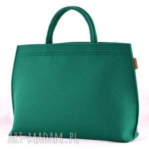 minimalizm na ramię duża torba typu kuferek w kolorze
