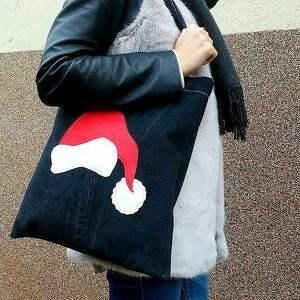 pomysł na upominek świąteczny recykling eko torba z aplikacją w kształcie czapki św