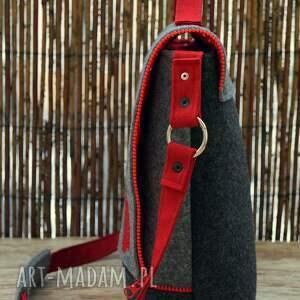czerwone na ramię torba filcowa z haftem