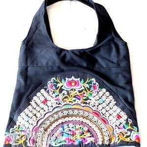na ramię hmong, dymanicznie, kolorowo