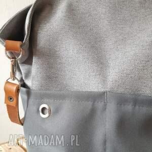 Torebka na ramie w stylu minimalistycznym, skórzany pasek