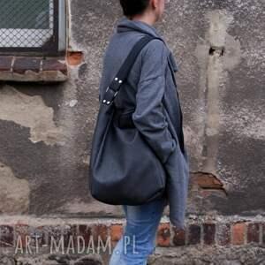 na ramię grafit zgrabna i bardzo pojemna torba (swobodnie