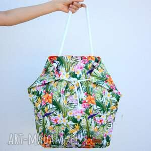 na ramię kolorowa torba w liscie palm