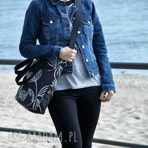 na ramię: Lekka i poręczna czarna torba z motywem 2708a - handmade