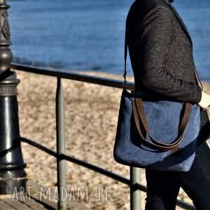 na ramię torba lekka i poręczna niebieska