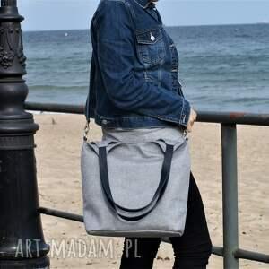torebka na ramię lekka i poręczna jasno szara torba