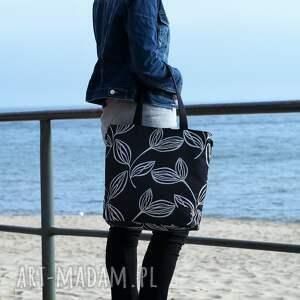czarne na ramię torba lekka i poręczna czarna