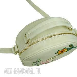 torebka na ramię listonoszka koło muflon z haftem