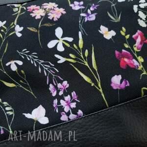 czarne na ramię kwiaty listonoszka kwiatowa łąka