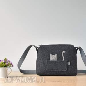 hand made na ramię kot mała grafitowa antracytowa filcowa