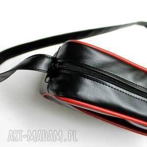 pikowana na ramię torebka wykonana z wysokiej jakości skóry