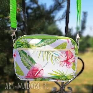 na ramię mała torebka mala w egzotyczne kwiaty
