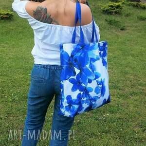 Gabiell na ramię: Plażowa duża Torba w Niebieskie kwiaty - impregnowana