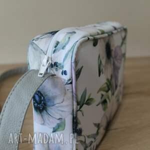 pomysł na upominki na święta single bag - motyl na kwiatach