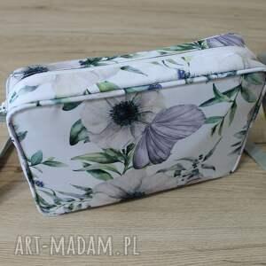 pomysł na upominki na święta prezent single bag - motyl na kwiatach