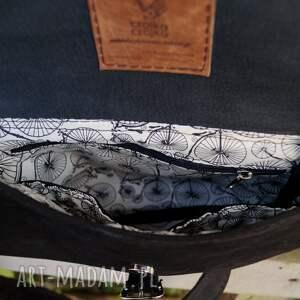 na ramię: surowa baronowa mała czarna zamszowa - torebka torba