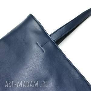 pomysł na upominek na święta elegancka torebka wykonana z wysokiej jakości skóry