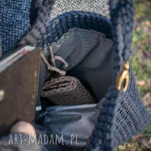 na ramię szydełko torba - granat w dłoni