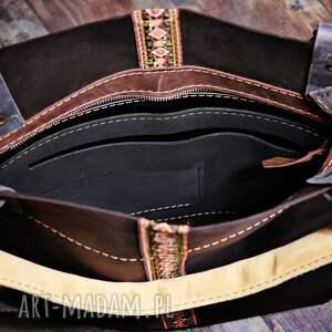 na ramię na mam dla was piękną torebkę, wykonaną ręcznie