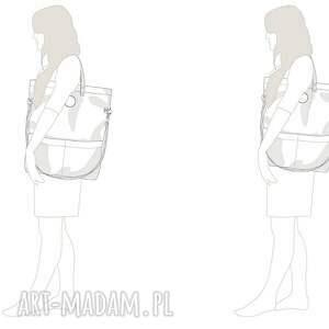 na ramię pojemna damska torebka o płaskim fasonie uszyta