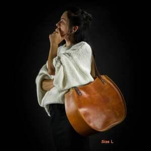 na ramię: torebka skórzana wykonana ręcznie Basia w rozmiarach L oraz L Slim idealna torba na laptopa