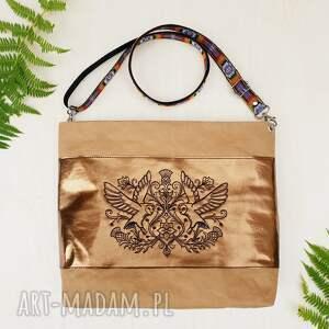 hand-made na ramię papierowa wegańska listonoszka z haftem