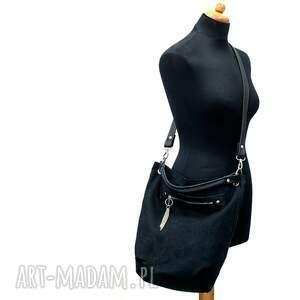 na ramię worek czarny z łańcuszkiem