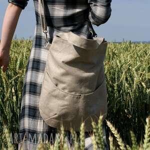 na ramię torba zgrabna i bardzo pojemna (swobodnie