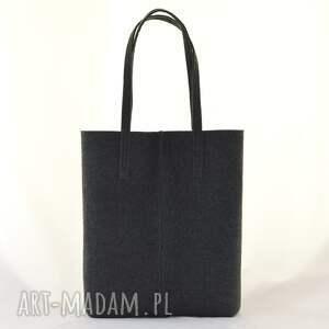 minimalizm na zakupy duża grafitowa torebka z filcu