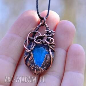 brązowe naszyjniki niebieskie-szkło drop - naszyjnik w surowym stylu