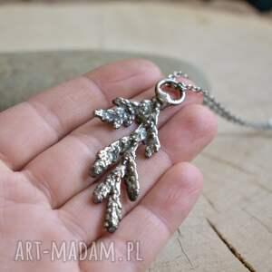 handmade biżuteria roślinna gałązka cedru - naszyjnik