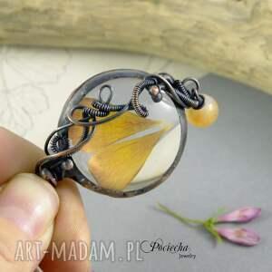 brązowe naszyjniki wisior jaskier - naszyjnik z płatkami