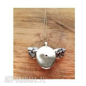 urokliwe naszyjniki srebrny wisior kamień księżycowy w skrzydlatej
