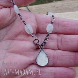 szare naszyjniki biżuteria srebro kropla z księżycem