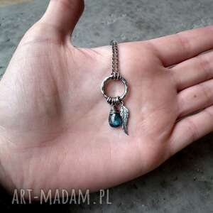 hand-made naszyjniki delikatny kropleka z piórkiem - srebro