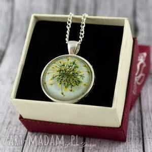 zielone naszyjniki wisior medalion z prawdziwym kwiatem